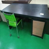 서랍형 책상